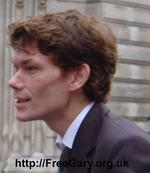 Gary_McKinnon_Bow_Street_Magistrates_24_Nov_2005_600.jpg Gary McKinnon outside Bow Street Magistrates' Court, London, 24th November 2005